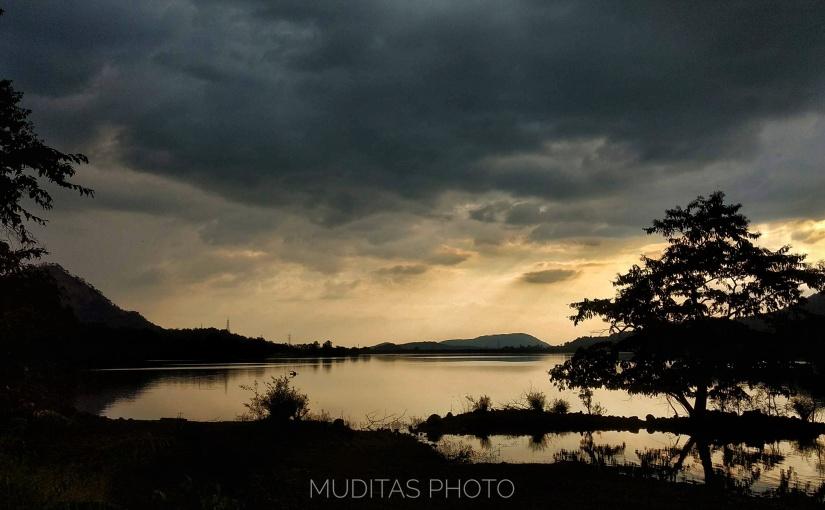 Somewhere around the dawn • केव्हा तरीपहाटे..